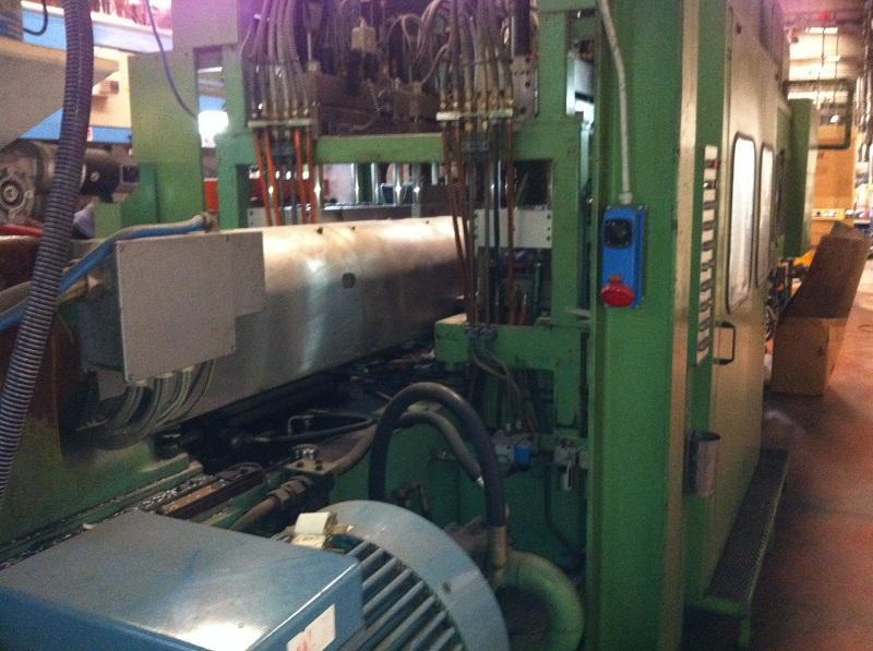Linea completa per la produzione di preforme e bottiglie in PET - injection moulding machines ...